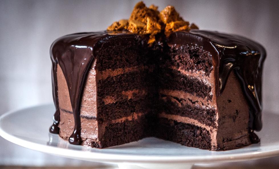 csokoládé torta képek Csokoládé torta   egy tömör gyönyör sütemény!   Ketkes.com csokoládé torta képek