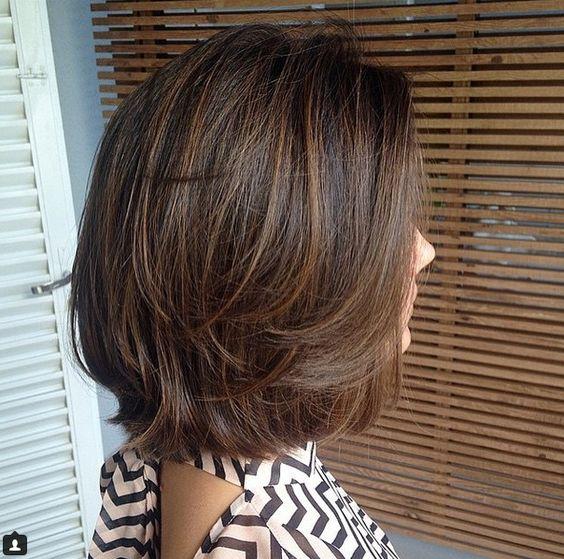 Lépcsőzetes Frizura Rövid és Középhosszú Hajhoz 16 Káprázatos Tipp