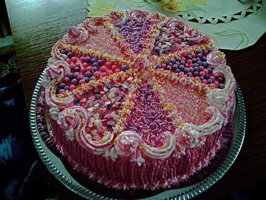 csajos torta képek Csokitorta cukorkákkal   Csajos torta a javából! Barátnőm  csajos torta képek