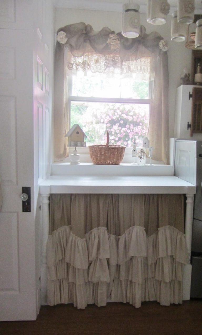 A szomszédasszonyom egy függönyt tett a mosogató alá, a