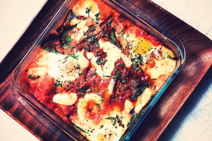 Rozmaringos tepsis tojás – 10 perces tökéletes fogás