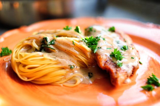 Fehérboros sült csirkemell spagettivel - Ínyenc fogás és ráadásul fél óra alatt elkészül